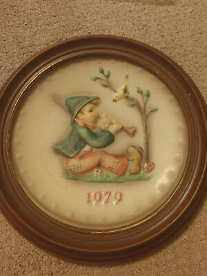 1979 MJ Hummel 9th Annual Hand Painted Plate in frame (Hum 272)