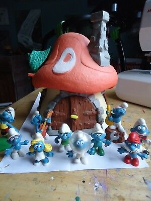 Vintage 1970's/80's Smurf House and Smurfs - vgc