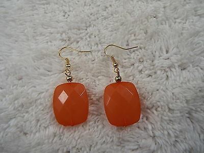 Goldtone Peach Bead Pierced Earrings (D79)