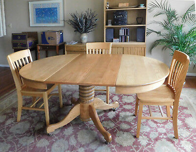 Antique Round Oak Pedestal Dining Table/ 2 Leaves