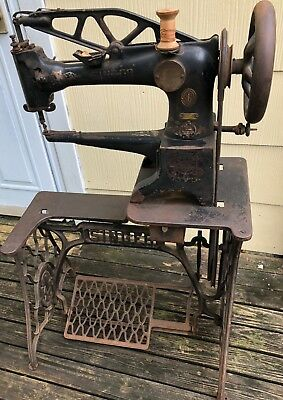 Singer 29-4 Leather Sewing Machine Heavy Duty Pick Up Only Working Condition
