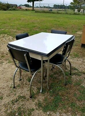 Vintage RETRO Enamel Porcelain Kitchen Table with 4 Vinyl Chairs Metal Legs