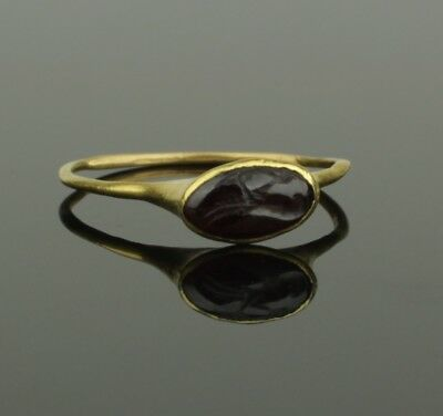 FINE ANCIENT ROMAN GOLD INTAGLIO RING - 2nd Century AD