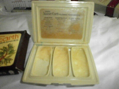 Coty Vtg. Sweet Earth Flower Solid Perfume Frag. Compact - Slightly Used
