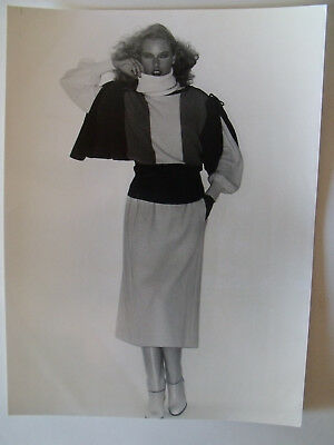 ▬►1977 PHOTO de Presse ORIGINALE Ensemble UNGARO Mode Fashion Vintage