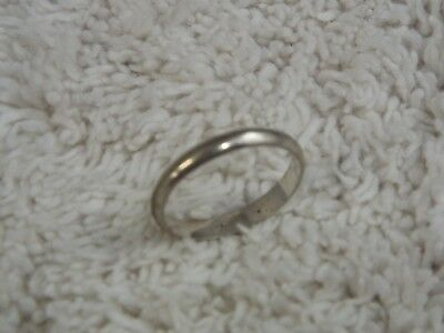 Sterling Silver Band Ring ~ Size 6.5  (D25)