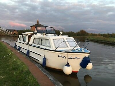 27ft CRICHTON NARROWBEAM CANAL / RIVER CRUISER with  20 hp outboard
