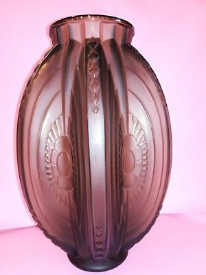 Exceptional Rare Glass Highly Stylized French Art Deco Gray Sabino VASE Signed