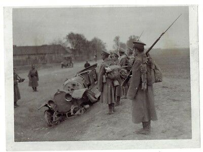 WWI PRESS PHOTO- Russian soldiers with wrecked German military car - Poland