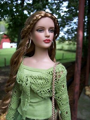 "Tonner Sydney ""Central Park Stroll"" Doll (Hair restyled & w/ Extras) ExcellentUC"