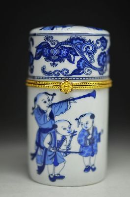 Delicate Chinese Porcelain Hand Drawing Children Play Music Toothpick Box