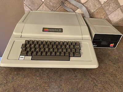 Apple II Plus Computer - Model AA11040B Apple Disk ll Floppy Drive Model A2m0003