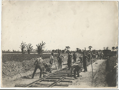 Ww1 Press Photo- English And French Soldiers Constructing A Railroad