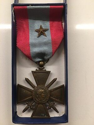 WW l FRENCH WAR CROSS  COMBAT in FOREIGN LANDS MEDAL & RIBBON + STAR + CASE