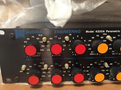 AUTOARTS ENGINEERING model 4200A paametric equalizer