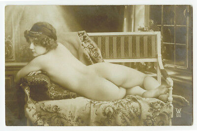 c 1920 French Risque NUDE BEAUTY naked lady rear back view photo postcard