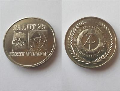 DDR SED NVA Medaille 70er Jahre / East german army medal : always ready to fight