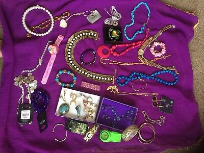 Job Lot Of Pretty Costume Jewellery 40 Items.