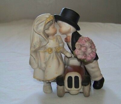 c2000 - Enesco: Pretty As A Picture - HAPPILY EVER AFTER Bride & Groom w/ Car