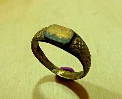 Post-medieval bronze ring (384).