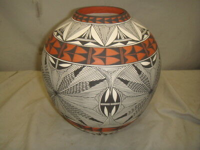 Native American Handmade Pueblo Fine Line Pottery Signed Corrine Chino