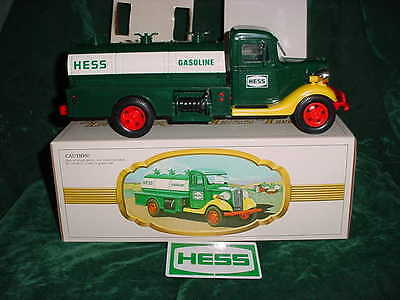 Christmas Gift Collectable Trucks 1982 First Hess Truck Toy Mint In Box Toys Mib