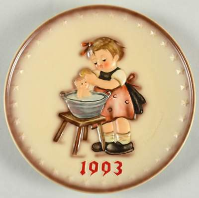 Goebel HUMMEL ANNUAL PLATE Doll Bath 1993 No Box 67062