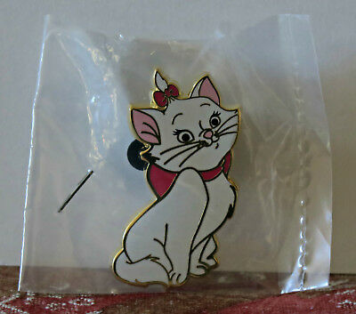 DISNEY ACME HOT ART MARIE Sitting Smiling LE 200 Pin The Aristocats