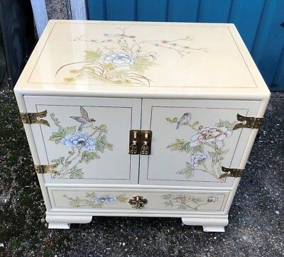 Very Pretty Small Lacquered Chinese Style Chest