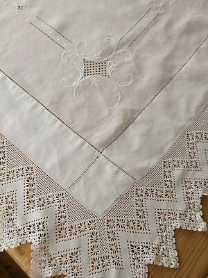 Lovely Vintage Lace Edged & Embroidered Tablecloth