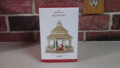 Hallmark 2013 Limited Edition Ornament Gazebo - Nostalgic Houses And Shops - Nib