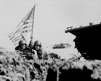 Wwii Soldiers Storming Beach 8x10 Silver Halide Photo Print Militaria Collectibles
