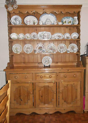 Large Solid Pine Welsh Dresser In Excellent Condition