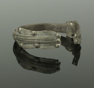 FABULOUS ANCIENT VIKING SILVER BRACELET - CIRCA 9th CENTURY AD . 909