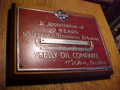Skelly oil company service station award 10 years plaque sign WOOD/METAL