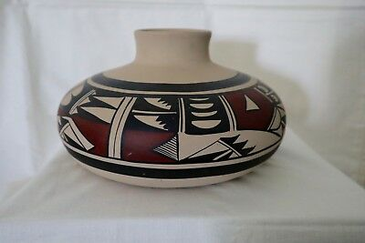 SIGNED Native American POTTERY VASE - Native Craft Artist