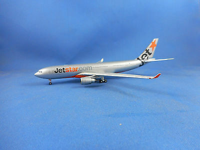 JETSTAR AIRWAYS AIRBUS A330-200 DIE CAST MODEL AIRCRAFT - Scale 1:400