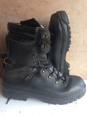 Size 11 issue black ECW Extreme cold weather,goretex boots! hiking,walking!