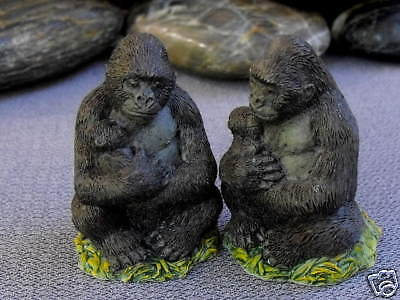 Country Artists Wildlife Miniatures ONE Gorilla & Baby 04216 CA04216 New in Box