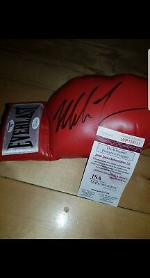 MIKE TYSON Huge Autographed Glove. JSA AUTENTICATION and Boxing icons....