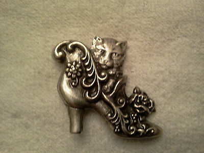 HOUSE PET ANIMAL 2 HIS & HERS or a FRIEND KITTY CAT in SHOE PEWTER PINS ALL New.
