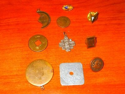 Mixed Lot of 10 Vintage Collectible Pins, Buttons, Pinbacks, and Tokens