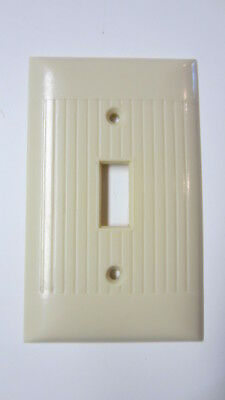 Vintage Sierra Electric Ivory Bakelite Single Toggle Switch Plate Cover