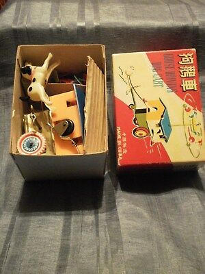 SELTENES RED CHINA GOOSE DRIVING DOG CART MS 716 in Original Box mit Uhrwerk
