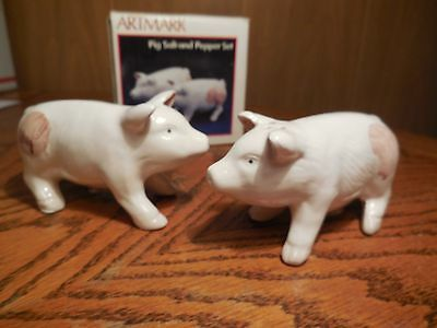 Pig Salt & Pepper Shaker Set by Artmark-  New in Box