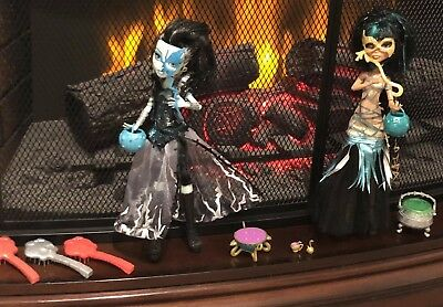 Monster High Dolls Ghouls Rule Cleo De Nile and Frankie Stein Doll LOT of 2 EUC