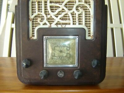 The Fisk Radiolette AWA Fret and Foot mantel radio---BATTERY VERSION