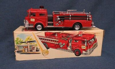 Hess Fire Truck 1970 MCMLXX w/OB with Ladders & Hoses
