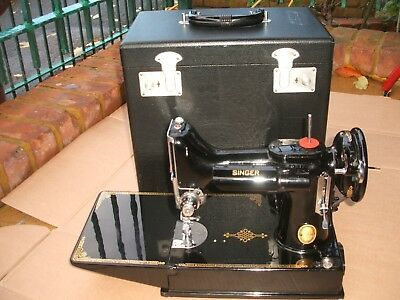 Singer 221K Featherweight Sewing Machine, attachments & MANUAL