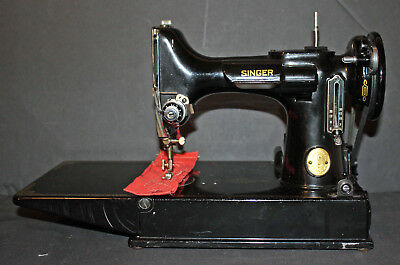 Vintage Singer Featherweight Sewing Machine With Accessories And Case